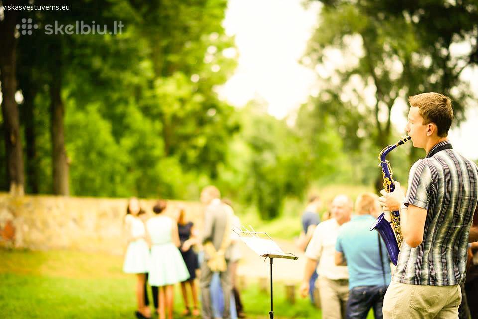 Saksofono muzika plius jaunatviškumas nemokamai!